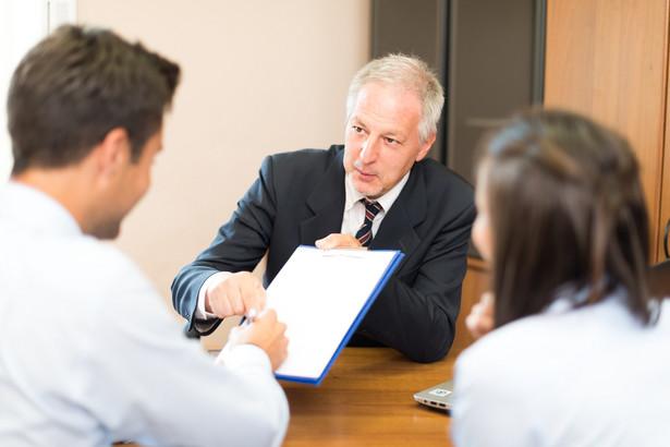 Jak wynika z raportu dr. Wrzecionka – w kancelariach notarialnych na stanowisku zastępcy notarialnego zatrudniona jest znakomita większość, bo ok. 82 proc. zastępców notarialnych