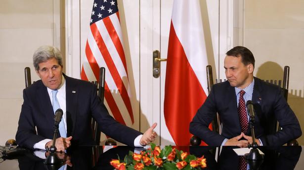 Radosław Sikorski i John Kerry podczas spotkania w Warszawie. Fot. PAP/Paweł Supernak