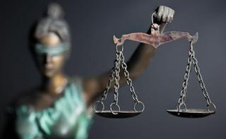 Czy można zamykać ludzi w zakładzie psychiatrycznym na podstawie nieprawomocnego postanowienia? W tle dyscyplinarka sędziego