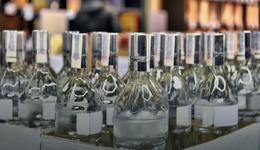 Zakaz handlu. Żona posła PiS sprzedaje alkohol