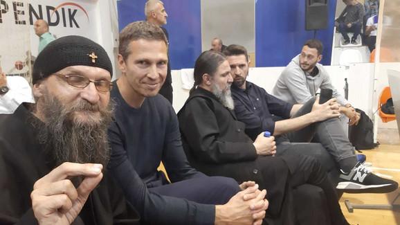 Otac Gerasim je u društvu Dušana Kecmana, tim menadžer Partizana, posmatrao susret u Novom Pazaru