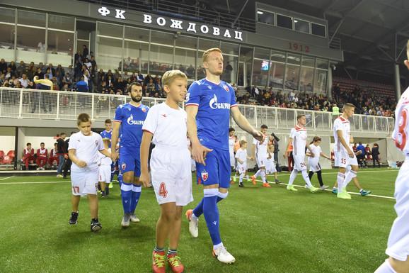 Fudbaleri Crvene zvezde i Voždovca izlaze na teren