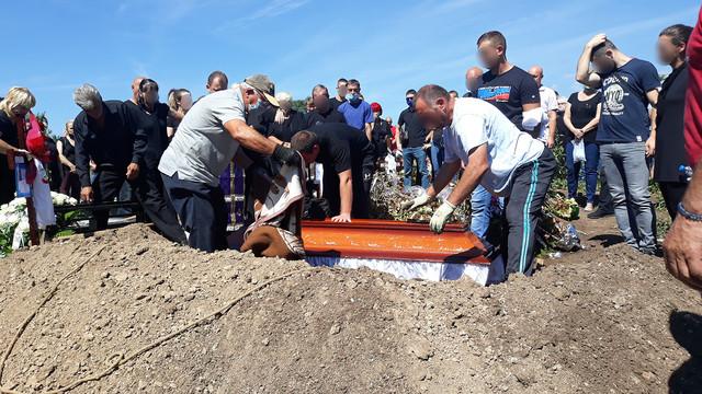 BLUR preminula porodilja sahrana 05 foto RAS Branko Janackovic