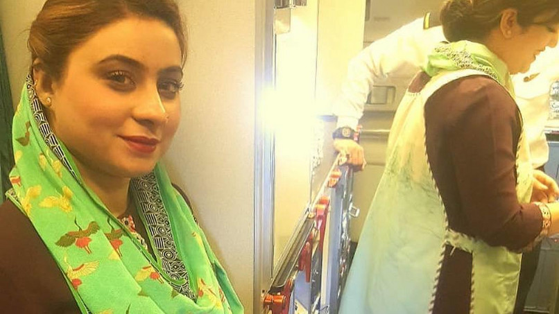Eine Stewardess von Pakistan International Airlines