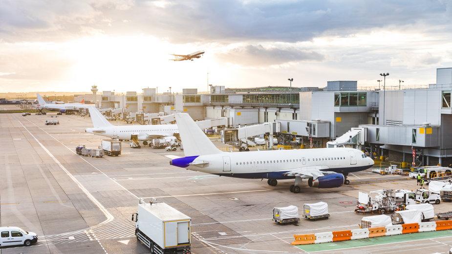 Koronawirus. Rząd zapewnia, że nie ma w planach zamykania lotnisk