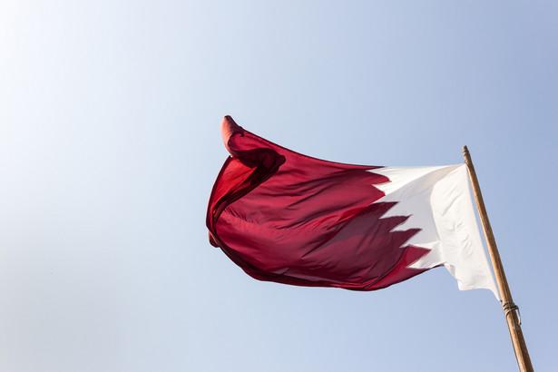 Le Drian składa wizyty w krajach Zatoki Perskiej; jeszcze w sobotę ma udać się do Arabii Saudyjskie, a w niedzielę odwiedzi Kuwejt i Zjednoczone Emiraty Arabskie. Celem podróży - jak pisze agencja Reutera - jest złagodzenie napięcia w tym regionie i znalezienie rozwiązania trwającego od ponad miesiąca konfliktu.