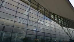 Wałęsa o zdjęciu z lotniska w Gdańsku, gdzie zasłaniano jego nazwisko: to atak hakera