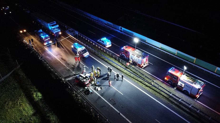 Kierowca samochodu osobowego uderzył w dźwig na S3