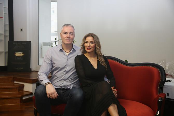 Jelena i Dejan Tomašević u svom domu u Beogradu