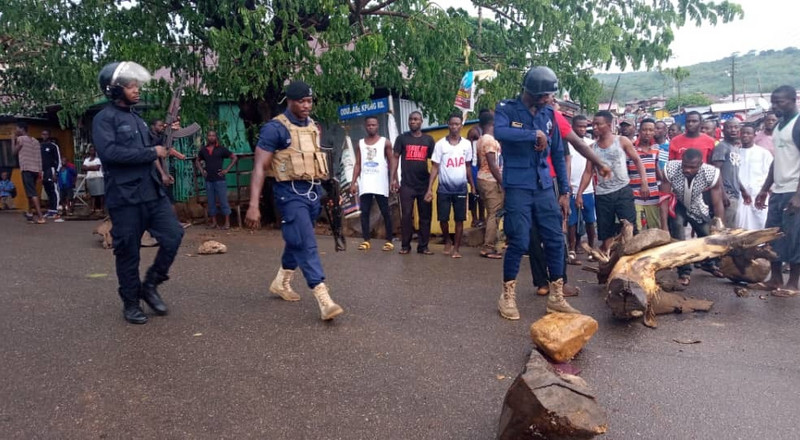 Teshie youth pelt stones on police over Homowo 'jama' ban and threaten to spray them with faeces