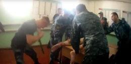 Strażnicy skatowali więźnia, ktoś ich nagrał. Wideo przeraża