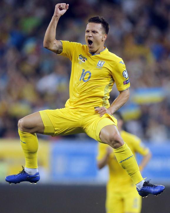 Jevgenij Konopljanka slavi gol kojim je postavio konačnih Ukrajina - Srbija 5:0