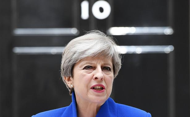 """Premier wyjaśniła, że w tej chwili priorytetem rządu jest """"zapewnienie, by służby ratownicze miały wszystko, czego potrzebują, by móc kontynuować pracę, a wszyscy, którzy ucierpieli w tej tragedii, otrzymali niezbędne wsparcie""""."""