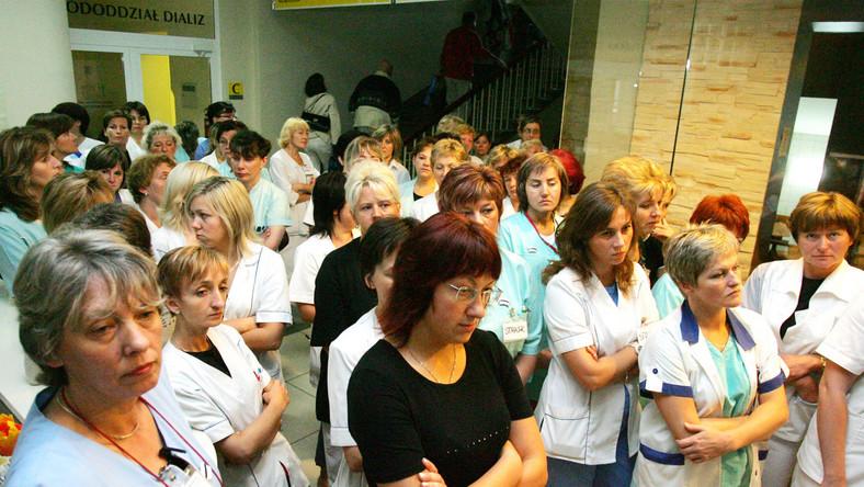 Posłowie podnieśli pensje pielęgniarkom