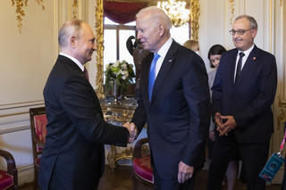 Nerwowy Putin i chłodny Biden, czyli co zdradziła mowa ciała prezydentów