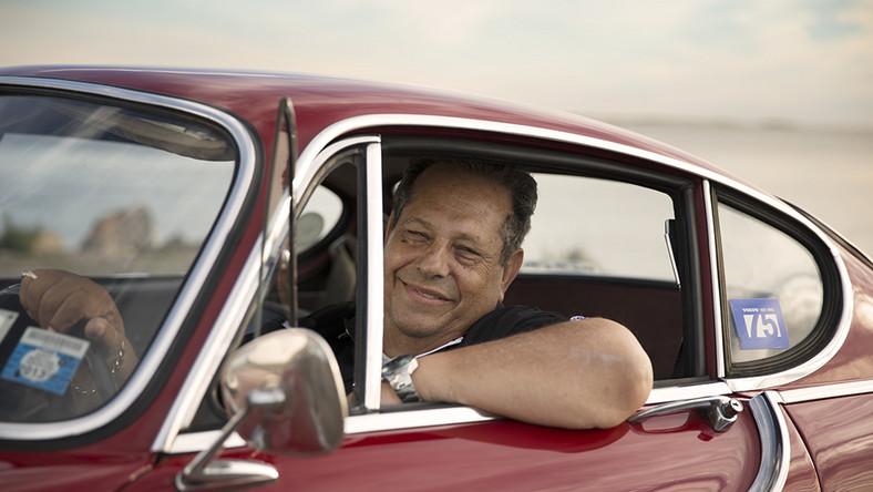 Oto czerwone P1800 z 1966 roku, którego właścicielem jest Irv Gordon, emerytowany nauczyciel z Nowego Jorku. Samochód Amerykanina został okrzyknięty autem z największym przebiegiem na świecie...