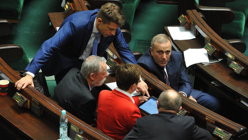 """Wicemarszałek Senatu Adam Bielan z PiS zapowiedział w programie """"Gość Wiadomości"""" w TVP Info, że zamówione zostały mobilne urządzenia do głosowania w Parlamencie."""