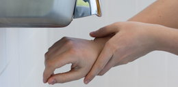 Korzystasz z suszarek do rąk? Możesz złapać groźną chorobę