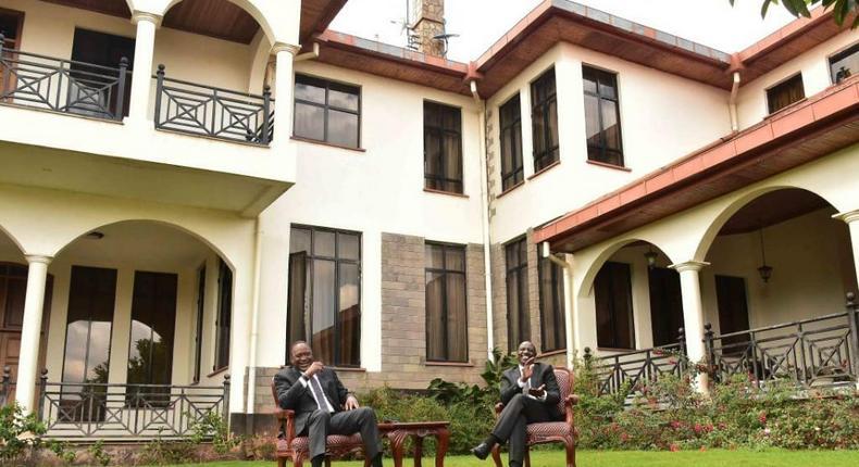 President Uhuru Kenyatta with DP William Ruto at the deputy's official Karen residence (Twitter)