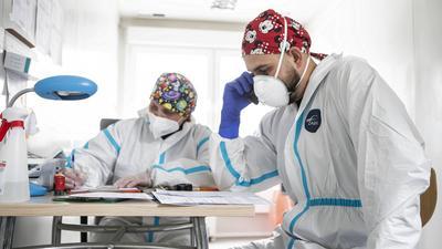 Czwarta fala koronawirusa. Niedzielski: dziś mamy do czynienia z bardziej zakaźną mutacją wirusa