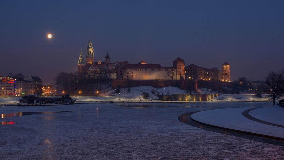 Widok na Wawel nocą