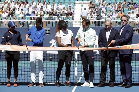 Novak Đoković, Rodžer Federer, Naomi Osaka i Serena Vilijams seku vrpcu