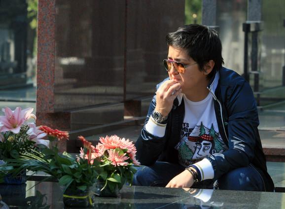 Pevačica juče na grobu Ksenije Pajčin