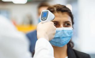 Chorzy na COVID-19 za późno zgłaszają się do lekarza