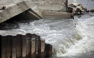 Trzaskowski: Rozpoczęliśmy próbny przesył ścieków rurami po moście pontonowym