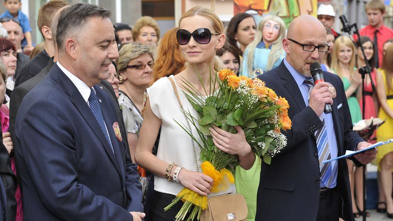 Aktorka Joanna Moro na piątkowej uroczystości podkreśliła, że cieszy się iż legenda Anny German wciąż jest żywa, i że choć trochę mogła się do tego przyczynić grając ją w serialu biograficznym