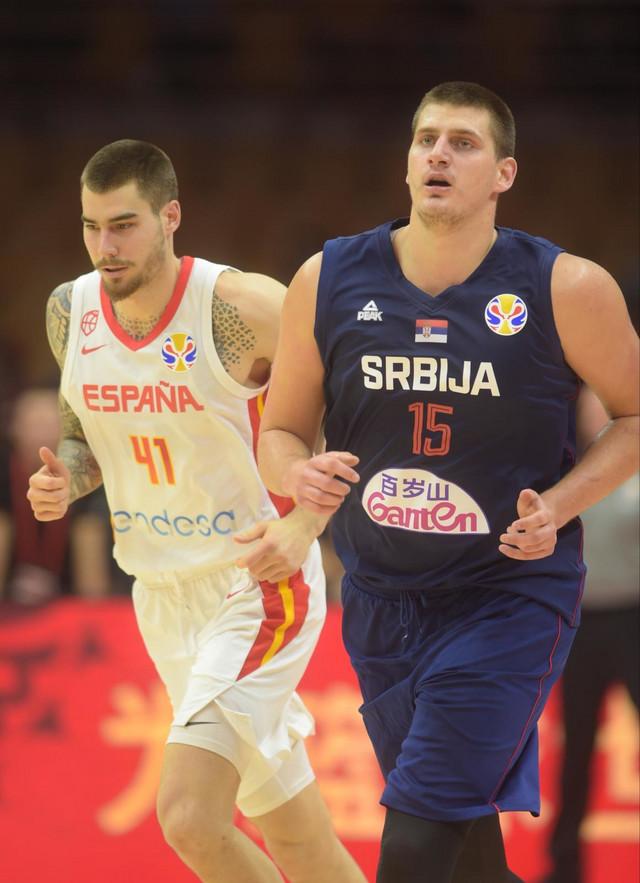 Huančo Hernangomez i Nikola Jokić na Mundobasket meču Srbija - Španija u Kini 2019.