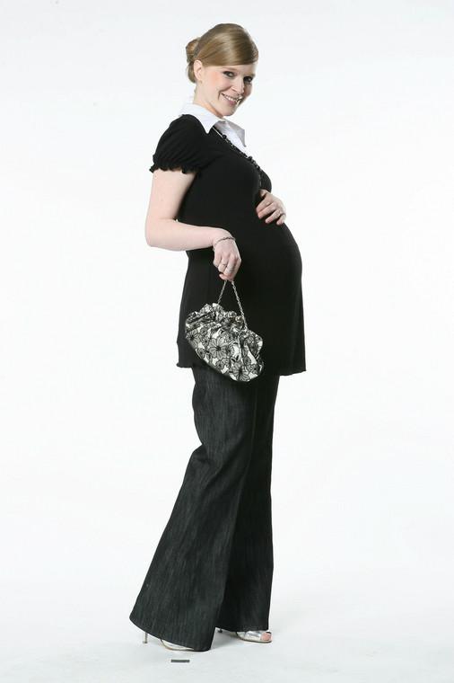To elegancki strój, choć nie każda kobieta w czerni czuje  dobrze