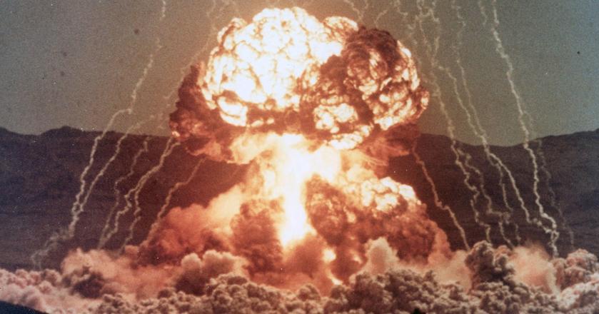 """Operacja """"Teapot"""" w 1955 roku - jeden z odtajnionych testów bomb atomowych"""