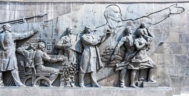 Chcę, aby rosyjskie masy naśladowały komunistyczne wzorce reagowania i myślenia. W przeszłości Rosji było zbyt dużo indywidualizmu. Komunizm nie toleruje indywidualistycznych tendencji. Są szkodliwe. Kolidują z naszymi planami. Musimy wyeliminować ten indywidualizm. Człowieka można poprawić. Można ukształtować go tak, jak się nam podoba – mówił Lenin do Pawłowa