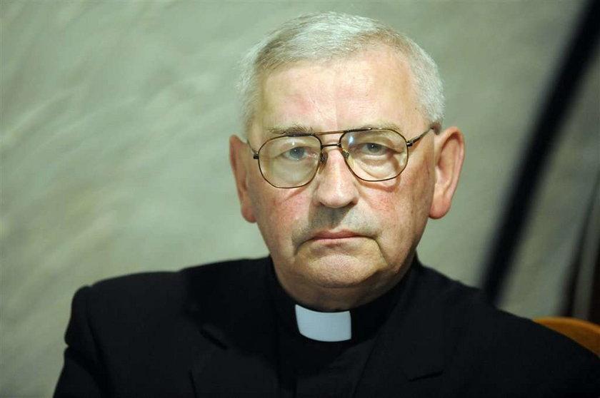 Biskup o krzyżu: Trzeba użyć siły!