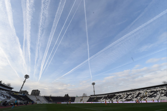 Nebo nad stadionom crno-belih tokom meča Partizan - Spartak Subotica