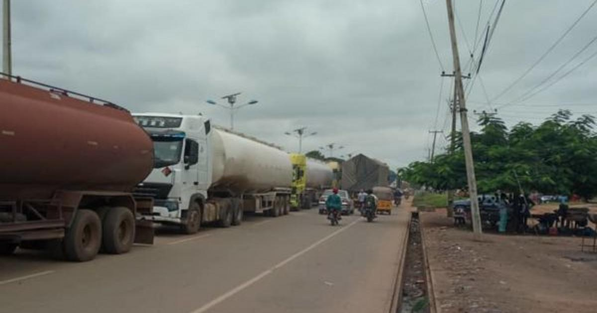 Accident, road collapse caused 2 days gridlock on Minna-Suleja road - Pulse Nigeria