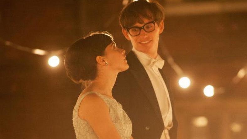 "Młody fizyk Stephen Hawking z ukochaną w ""The Theory of Everything"" (foto: comingsoon.net)"