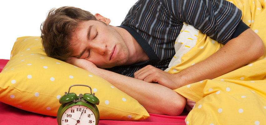 Zmiana czasu. Ekonomista: wątpię, by dodatkowa godzina snu wpłynęła na naszą efektywność