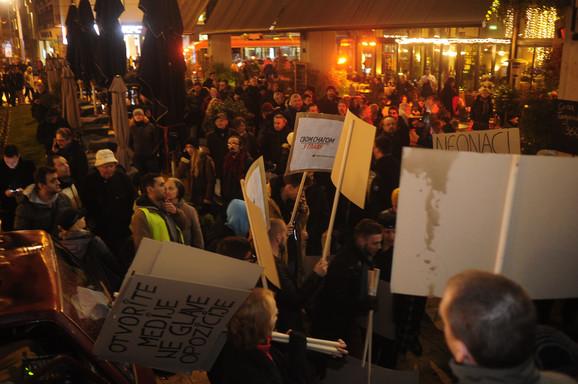 Protest 'Stop krvavim košuljama', građani u šetnji do Skupštine