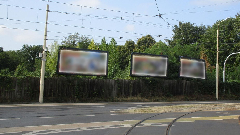 Poznań: z miasta znikają nielegalne reklamy. Tylko 8 z 51 było legalnych