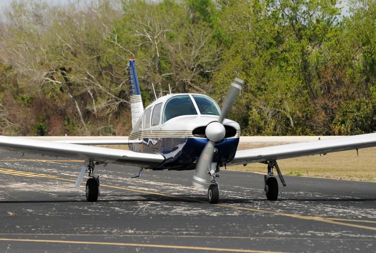 315849_mali-avion-foto-shutterstock