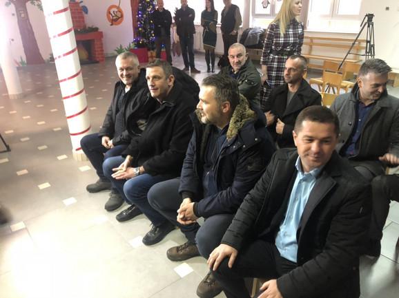 Igor Milojević, Nemanja Marijan i Viktor Jelenić su bili u poseti mališanima sa KiM