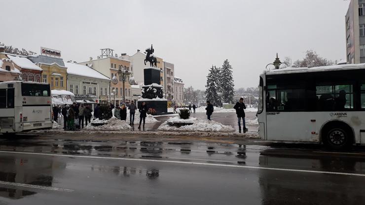 NIS02 Centar NIsa sneg autobusko stajaliste foto Branko Janackovic