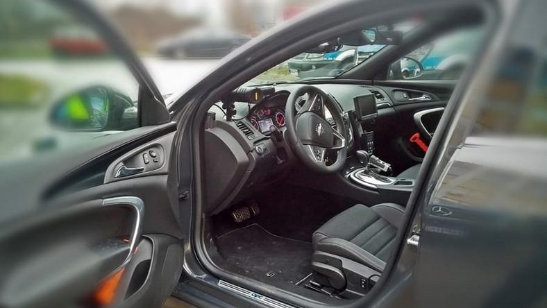 Opel insignia OPC - czyli najmocniejszy samochód produkowany obecnie przez niemiecką markę to nowa broń drogówki. Policjanci odebrali takie nieoznakowane radiowozy wyposażone w wideorejestratory.