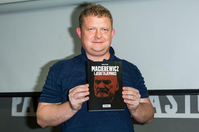 Tomasz Piątek, dziennikarz śledczy i autor bestsellerów o Macierewiczu