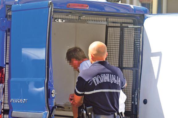 Majka devojčica ispričala je inspektorima da je posumnjala da njen vanbračni suprug zlostavlja njenu šestogodišnju ćerku, a osumnjičenom Živici Ć. nakon hapšenja u Beogradu određen je pritvor