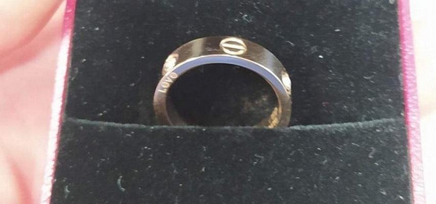 Pierścionek zaręczynowy znaleziony w MPK. Szukają właściciela