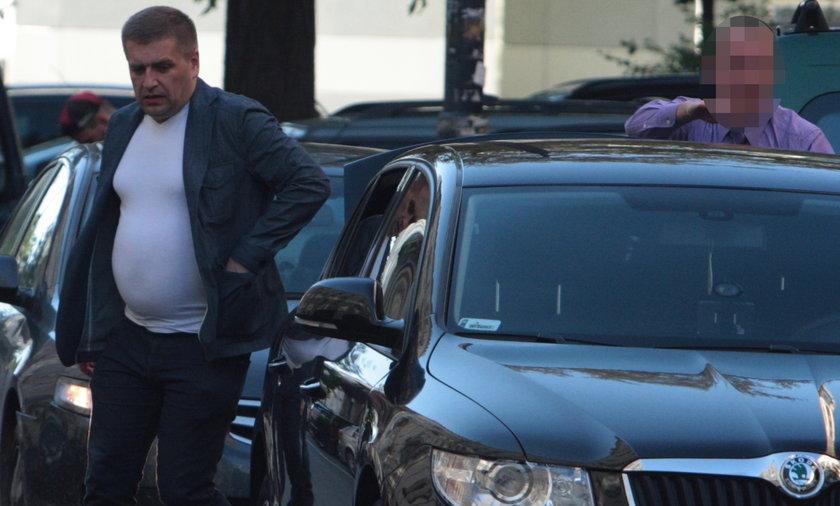 Minister arlukowicz na lotnisko bus pasem