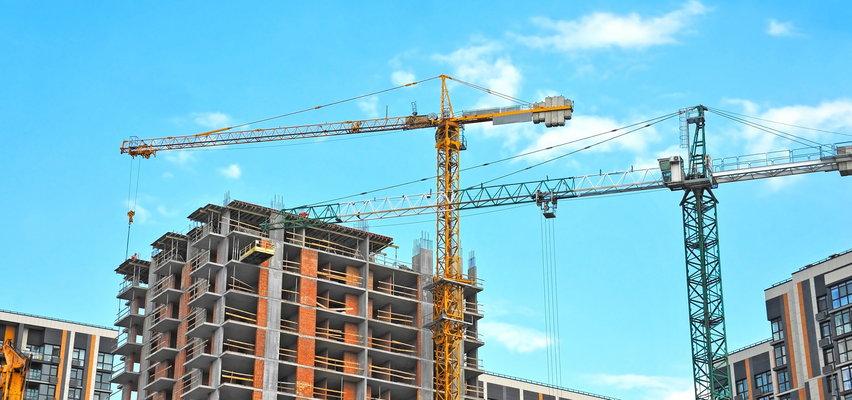 Dlaczego ceny nowych mieszkań w tym samym mieście różnią się aż dwukrotnie